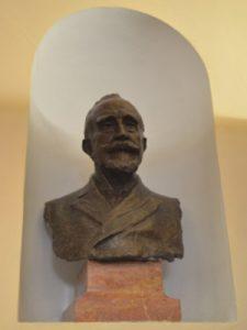 Busto de Gumersindo Azcárate, obra de Miguel Blay y Fábrega.